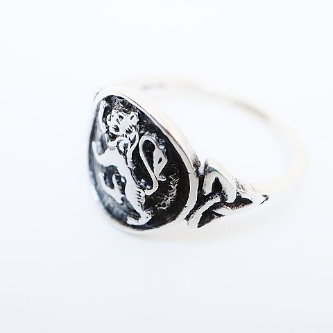 Ladies Lion Rampant Silver Ring